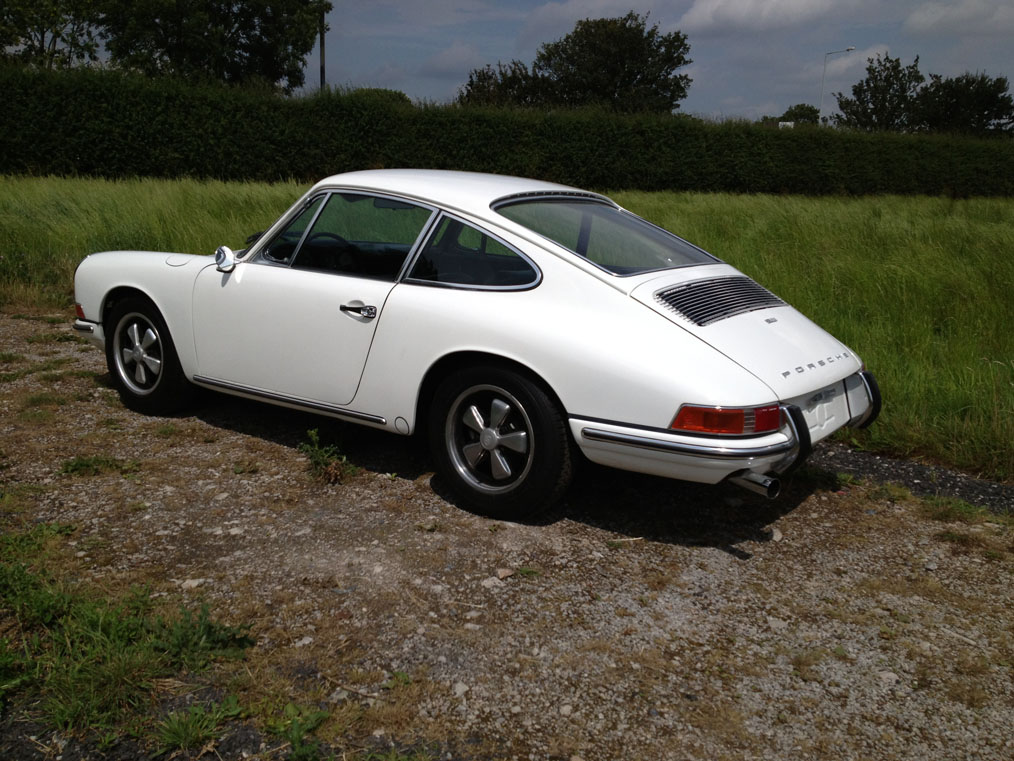 911-white-swb-68-left-rear