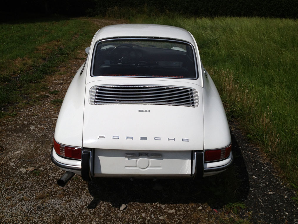 911-white-swb-68-rear