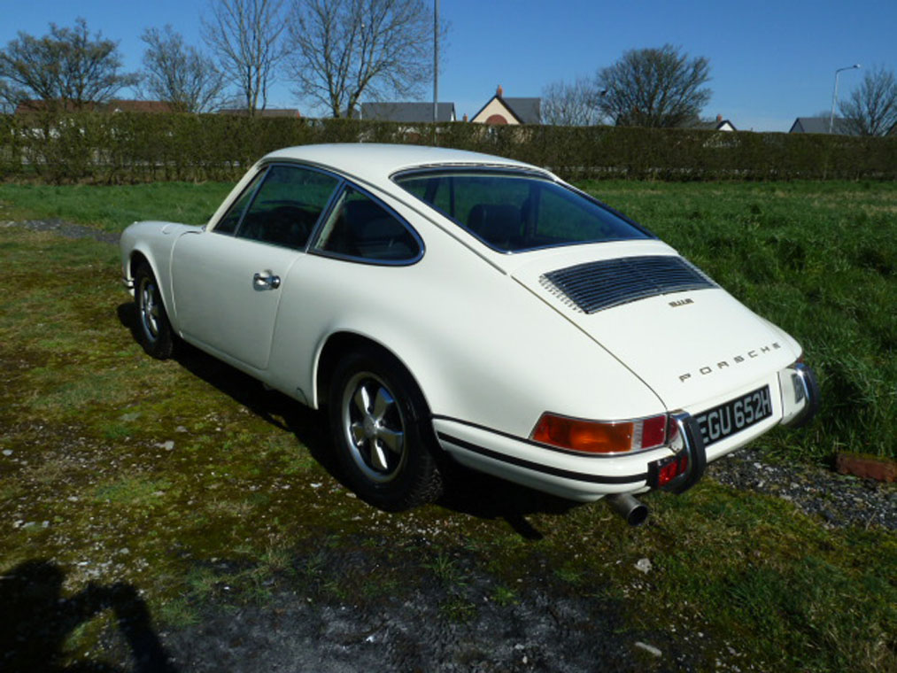 Porsche 911 Ivory Back Side