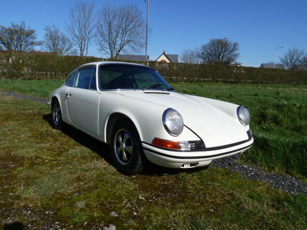 Porsche 911 Ivory Front Side
