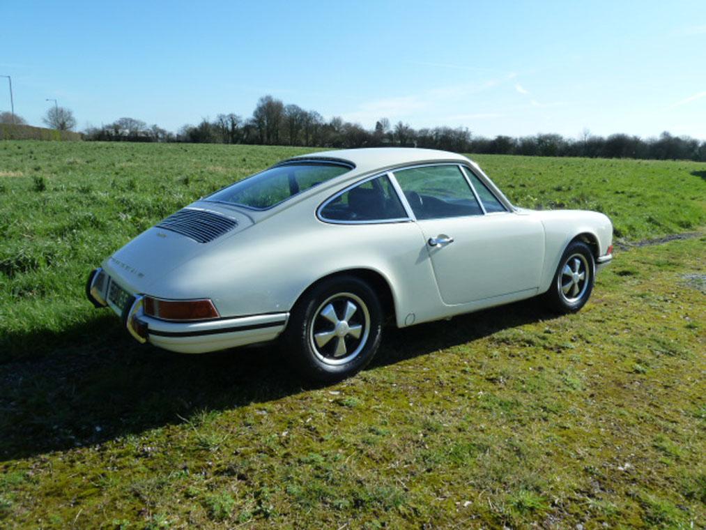 Porsche 911 Ivory Full Side