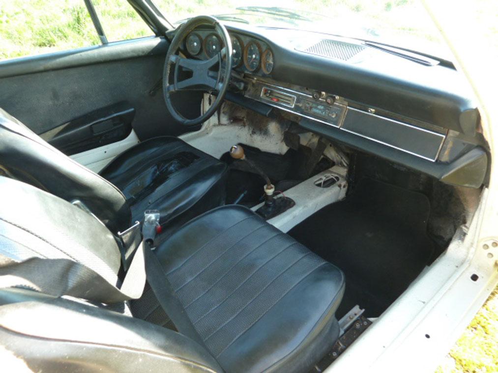 Porsche 911 Ivory Interior 2