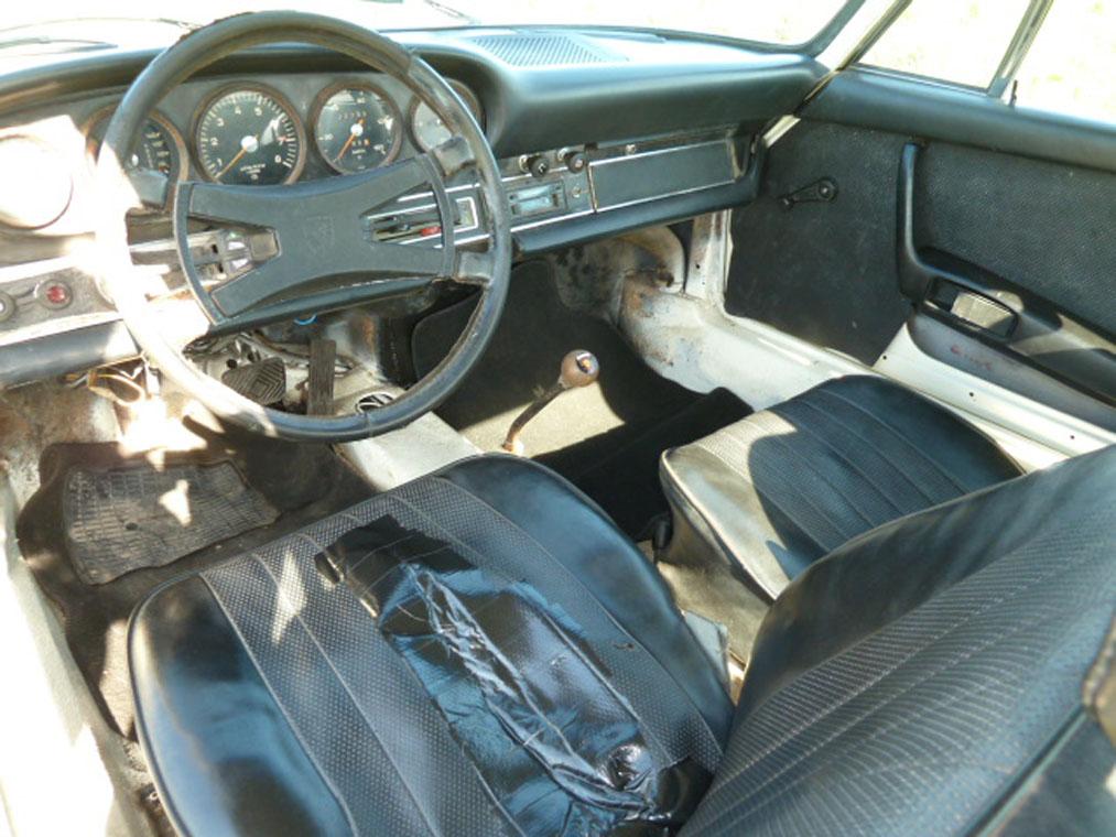 Porsche 911 Ivory Interior