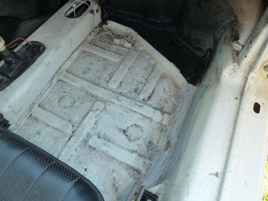 Porsche 911 Ivory Well
